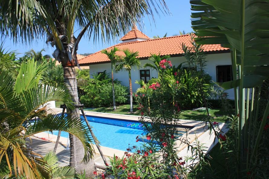 Rent a villa in thailand luxe villa thailand - Terras teak zwembad ...